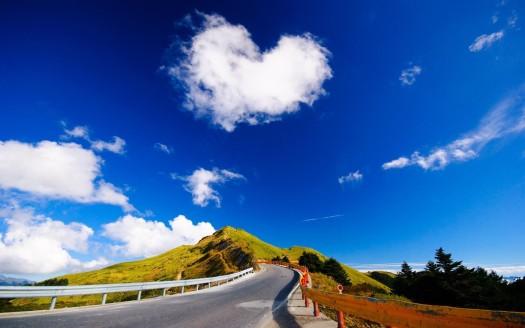 Heart-shaped-cloud-road