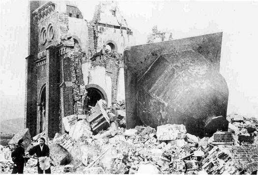Rovine della Cattedrale di Nagasaki distrutta dalla bomba atomica, 1946